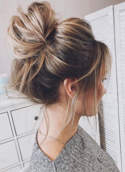 messy-bun-quick-hairstyles-min