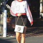 sweatshirt-outfit-ideas