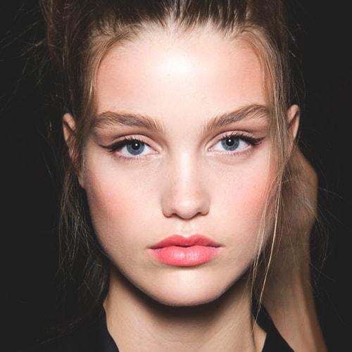 peachy-lips-makeup