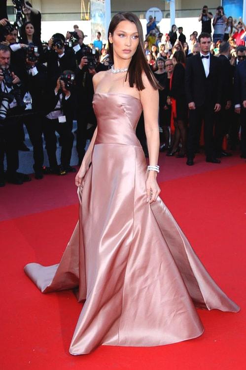 bella-hadid-red-carpet-look-min