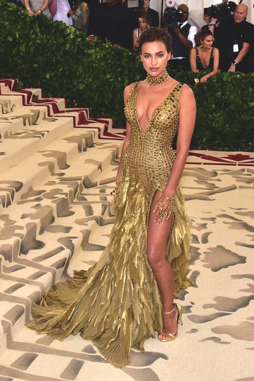 irina-shayk-red-carpet-met-gala-2018-min