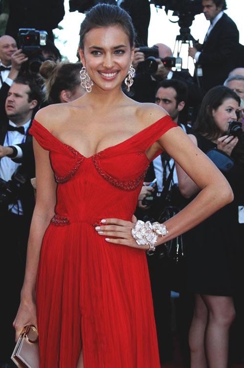 irina-shayk-red-carpet-red-dress-min
