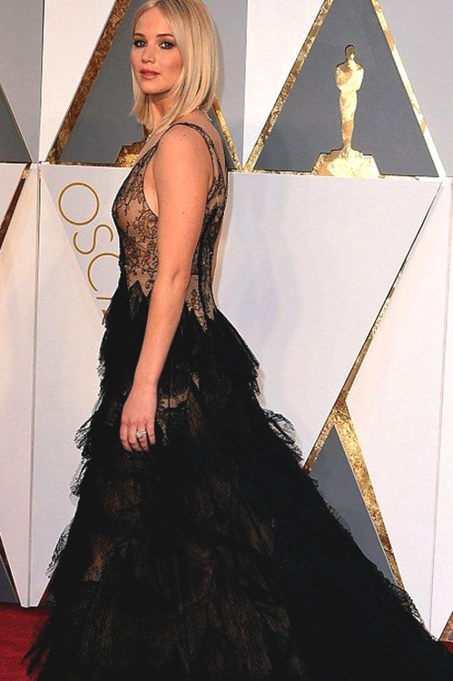 jennifer-lawrence-oscars-2016-min