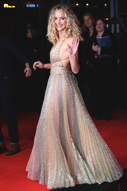 jennifer-lawrence-sequined-dress-min
