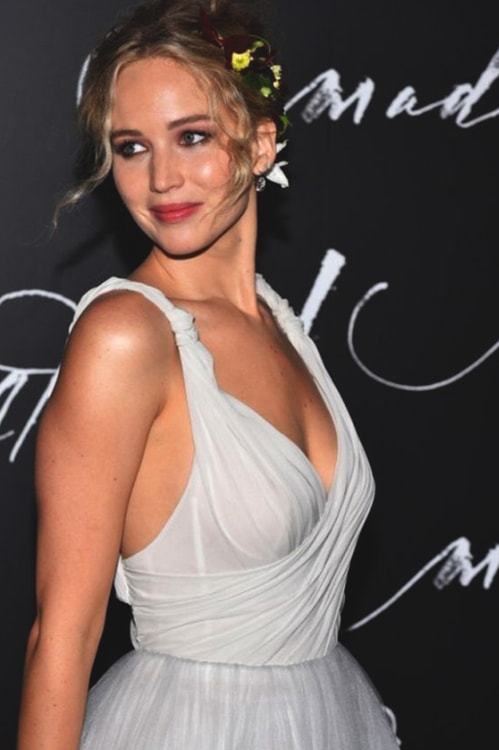 jennifer-lawrence-sheer-gown-min