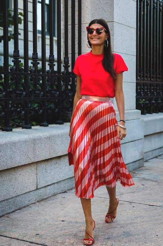 red-skirt-tshirt-outfit