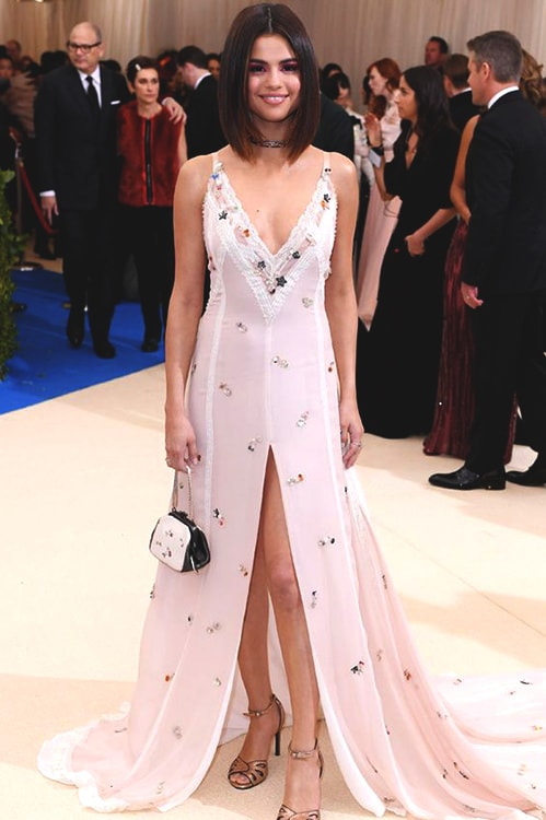 selena-gomez-white-prom-dress-min