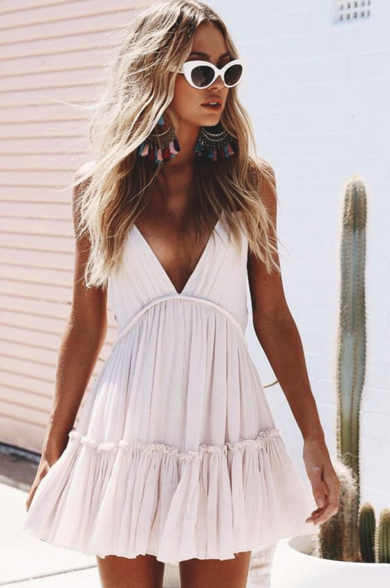 white-sundress-outfit-ideas