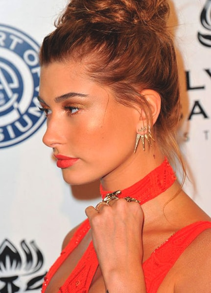 hailey-baldwin-orange-makeup-look