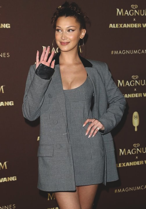 bella-hadid-summer-dress-blazer-look-2018