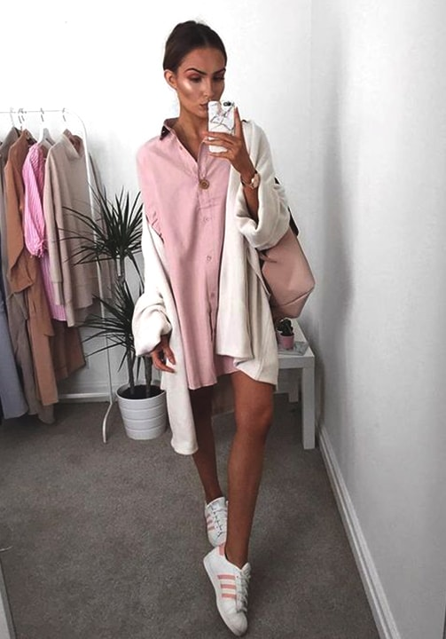 pink-shirt-white-sneaker-styling-for-fall