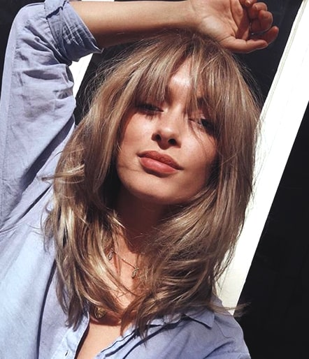 curtain-bangs-hairstyle-trend-blonde-hair-hairstyle-ideas-min