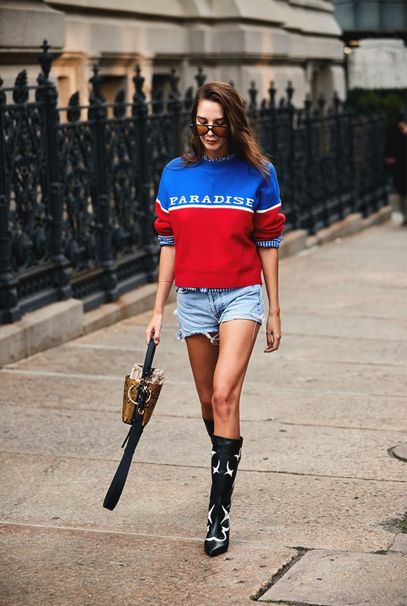 denim-short-red-blue-sweatshirt-outfit-street-style-new-york-fashion-week-min