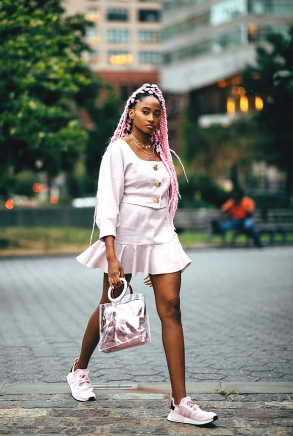 monochrome-baby-pink-outfit-styling-street-style-nyfw-2019-spring-min