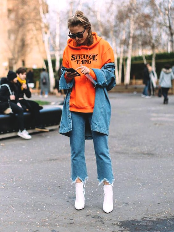 orange-graphic-sweatshirt-denim-outfit-fall-look-2018