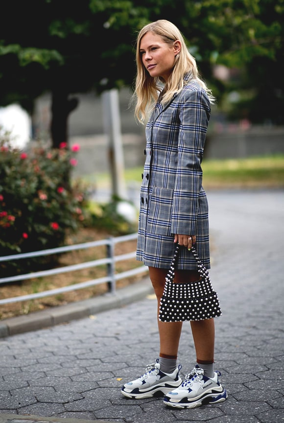sneaker-plaid-blazer-outfit-street-style-from-nyfw-fall-2018-min