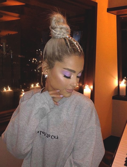 ariana-grande-blonde-hair-bun-hairstyle-min