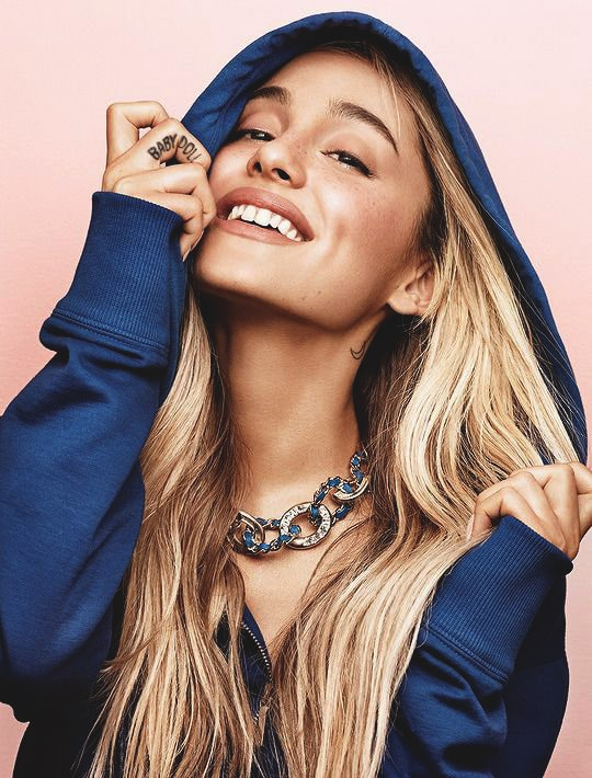 ariana-grande-blonde-hairstyle-photoshoot-2017-min