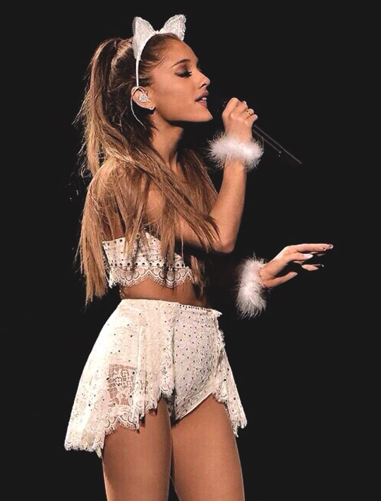 ariana-grande-cat-ear-hairstyle-trend-min