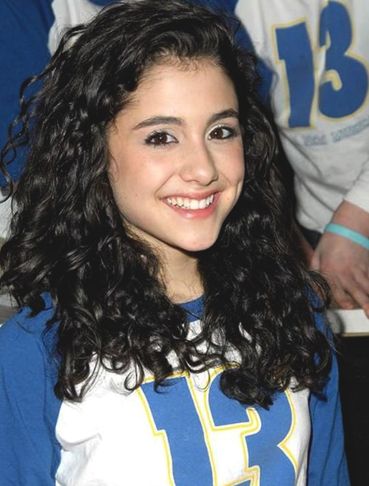 ariana-grande-curly-hairstyle-2008-min