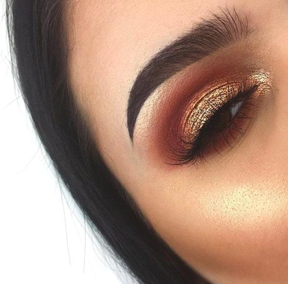 gold-eyeshadow-smokey-eye-makeup