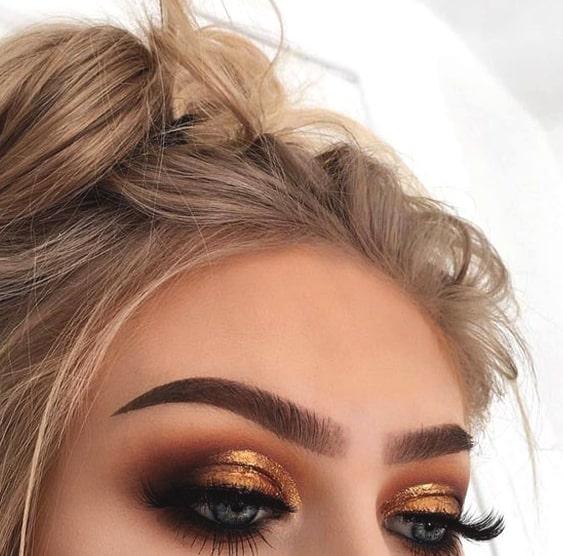 gold-smokey-eye-makeup-min