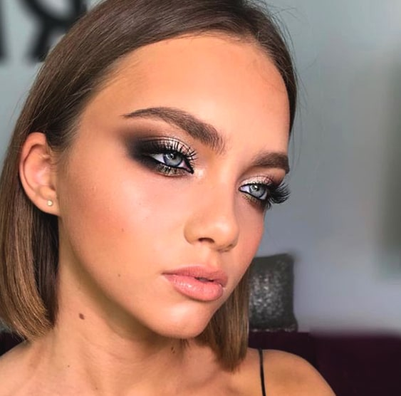 gray-metallic-smokey-eye-makeup