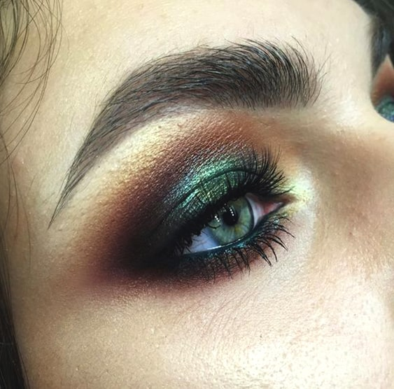 green-smokey-eye-makeup-look-min