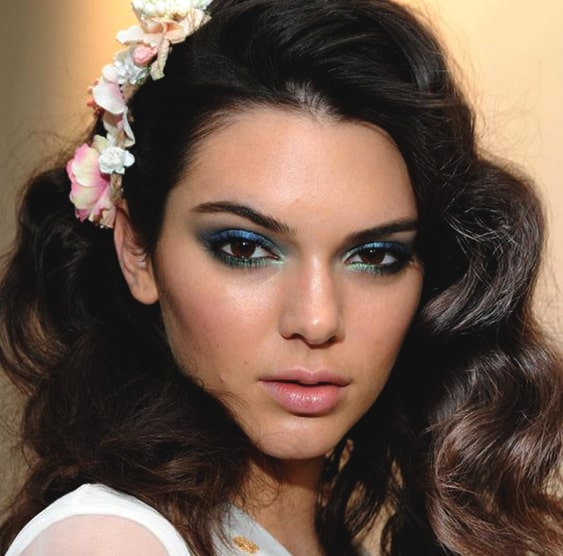 kendall-jenner-two-tone-smokey-eye-makeup-min