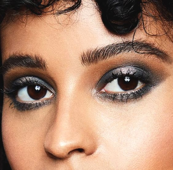 metallic-gray-eyeshadow-smokey-eye-makeup