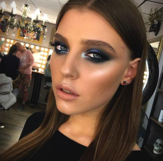 sapphire-blue-smokey-eye-makeup