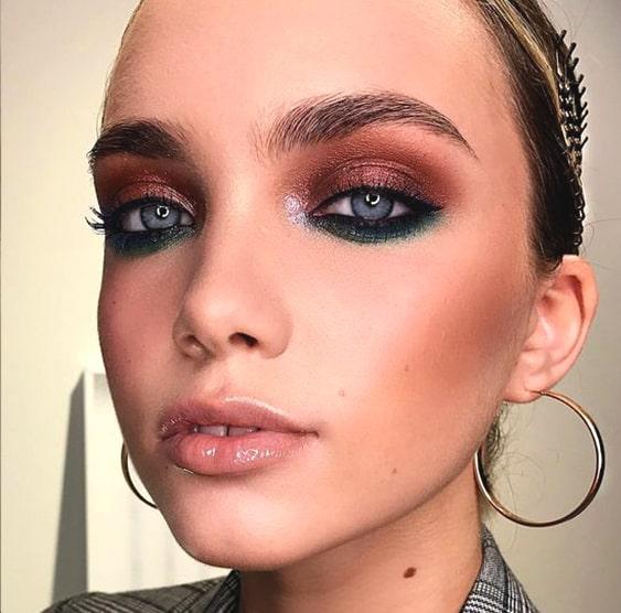 two-tone-smokey-eye-makeup-blue-eyes-min