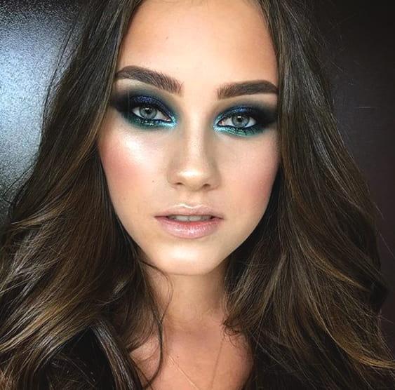 two-tone-smokey-eye-makeup-min
