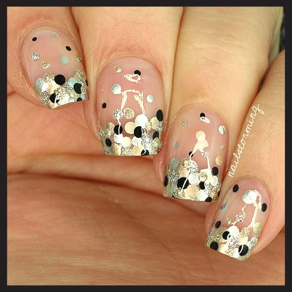 christmas-nail-art-design-black-silver-gold-dotted-nails-min