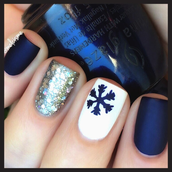 christmas-nail-art-design-ideas-navy-and-white-snowflake-nails-min