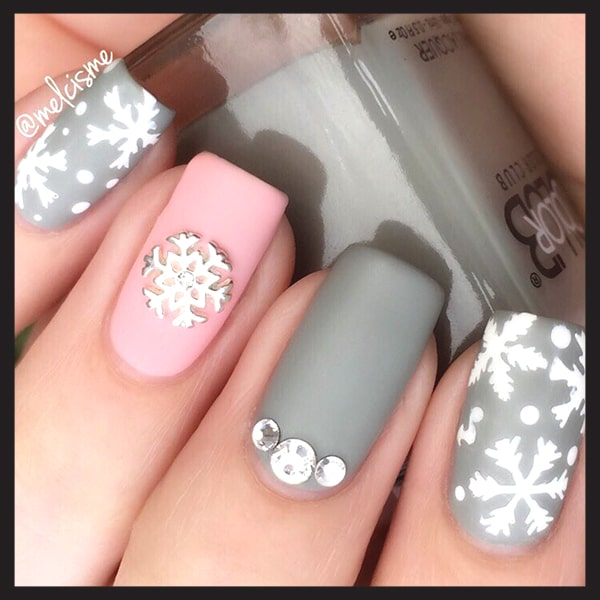 christmas-nail-art-design-ideas-pastel-pink-grey-snowflake-nails-min