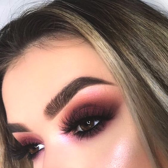 cranberry-eye-makeup-look-min
