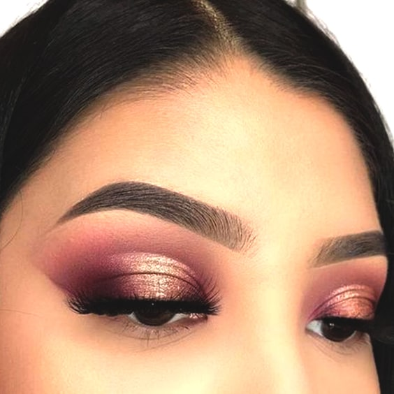cranberry-eyeshadow-makeup-christmas-makeup-ideas-min