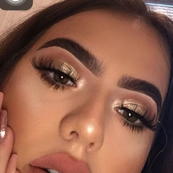 gold-eyeshadow-makeup-ideas-for-christmas-min
