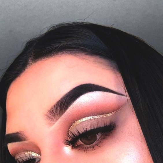 golden-eyeliner-cut-crease-makeup-min