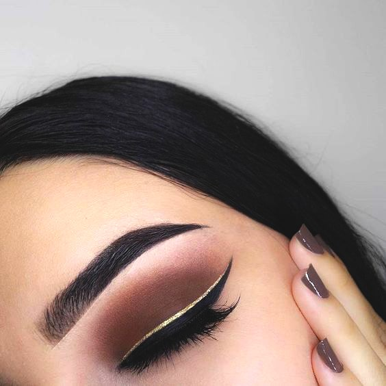 golden-eyeliner-makeup-ideas-min