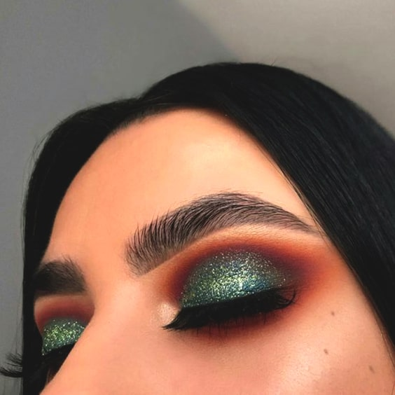 green-eyeshadow-makeup-look-for-christmas-min