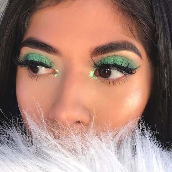 green-eyeshadow-makeup-look-winged-eyes-min