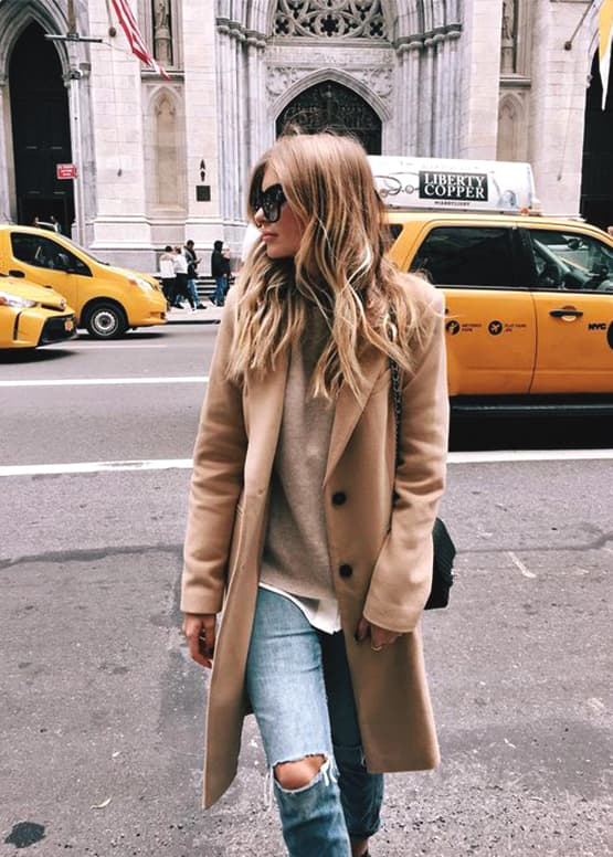 how-to-wear-boyfriend-jeans-nude-coat-outfit