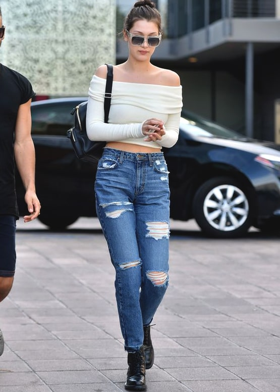 how-to-wear-boyfriend-jeans-off-the-shoulder-outfit-bella-hadid
