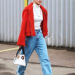 how-to-wear-boyfriend-jeans-outfit-ideas-red-coat