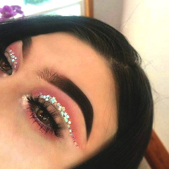 starry-pink-eyeshadow-makeup-christmas-makeup-ideas-min