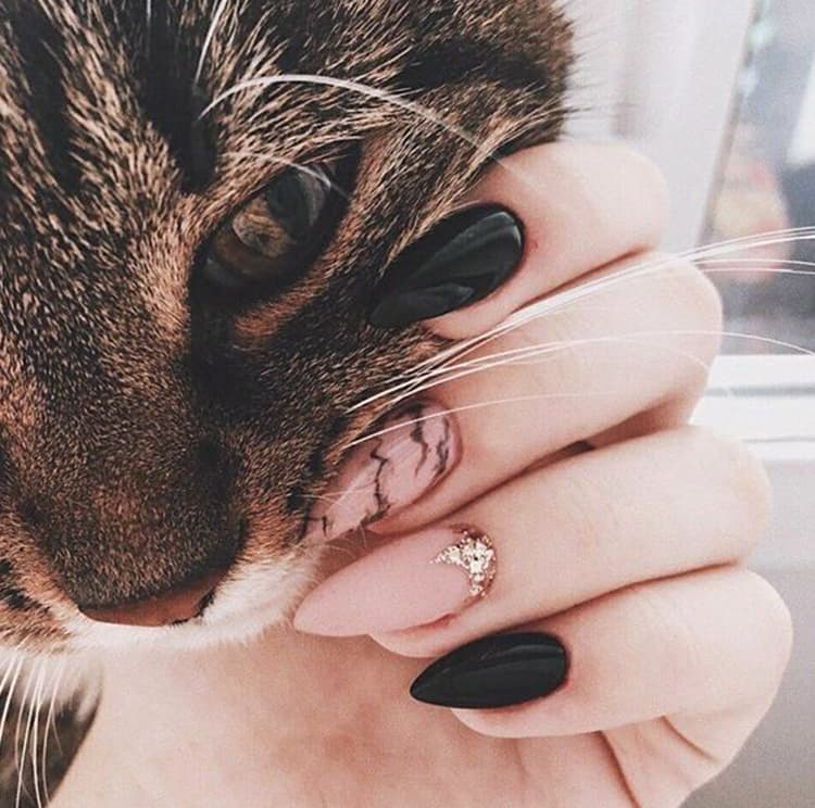 black-and-rose-gold-cute-nail-art-designs-min