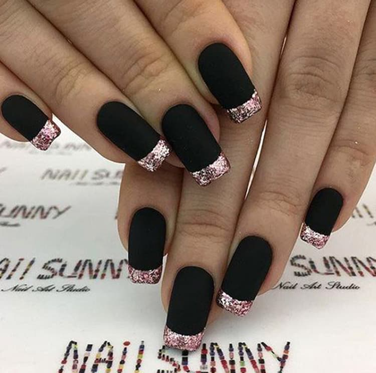 black-and-rose-gold-french-tips-nail-art-min