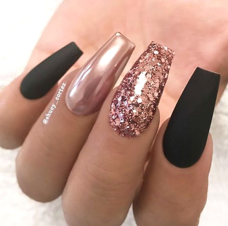 black-and-rose-gold-nails-min